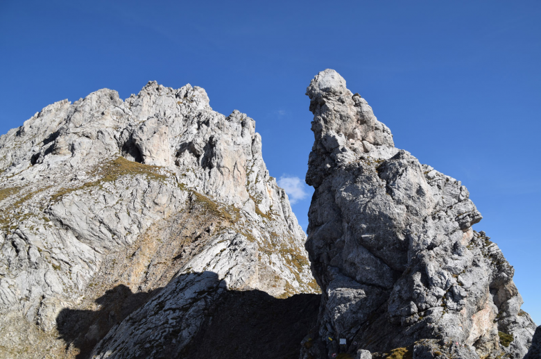 A striking pinnacle or a petrified giant queen on her horse? Photo: www.almenrausch.at
