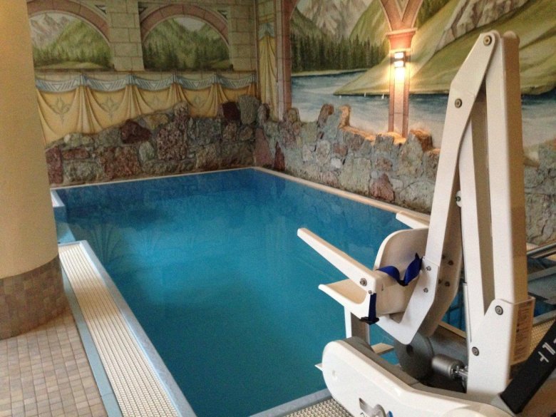 Weisseespitze Hotel boasts an ample spa with special features such as a swimming pool with mobile loading ramp and a wheelchair accessible sauna.