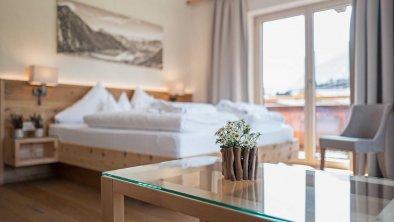 Moderne Zimmer im alpinen Stil, © Hotel Sonnenhof
