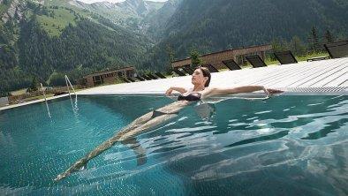 csm_outdoor-pool-wellnesshotel-in-den-bergen-oeste