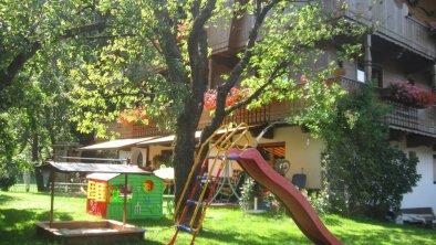 Garten_mit_Spielplatz
