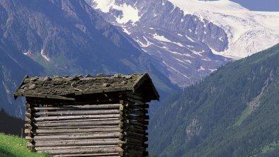 Stadl mit Blick zum Stubaier Gletscher
