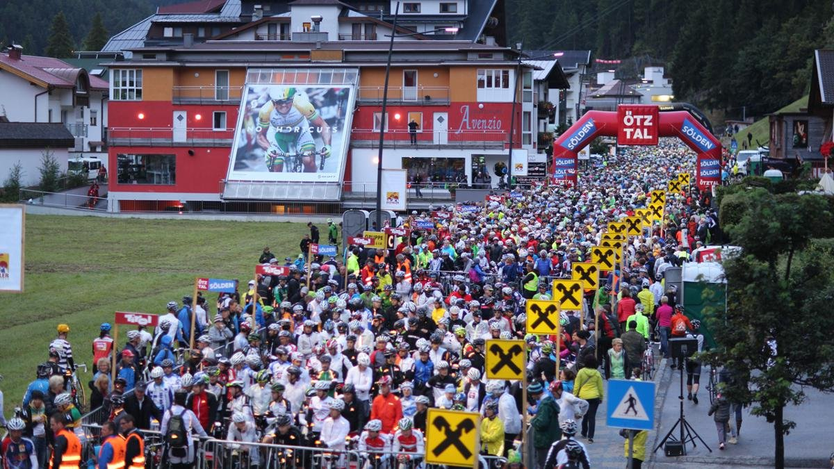 One of the toughest and most popular roadbike events in the world for amateurs and semi-professional cyclists starts and ends in Sölden. Participants cover 5,500 vertical metres of climbing along a 238km course., © Ötztal Tourismus/Ernst Lorenzi