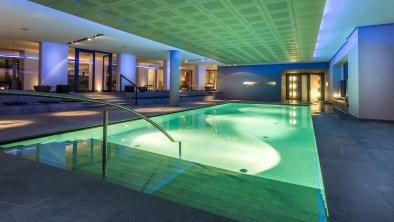 spabereich-wellness-pool