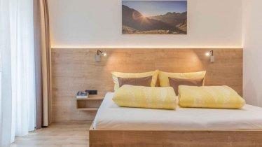 Gemütliches Schlafzimmer - Ferienwohnung Sophia, © Gabi Stern