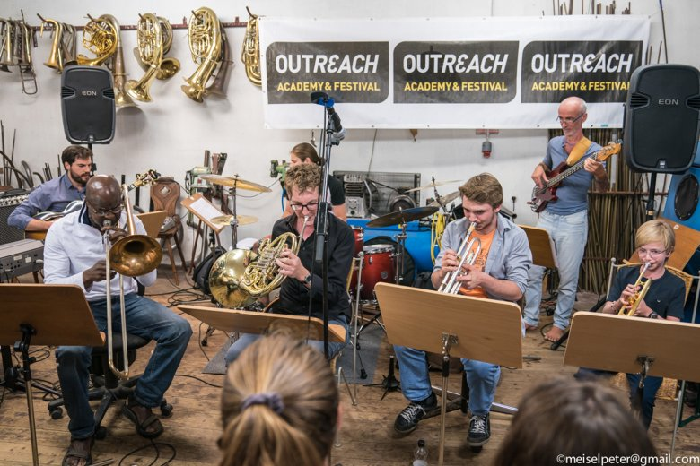 At Outreach Academy young and talented Jazz and rock musicians can work together with internationally renowned instrumentalists