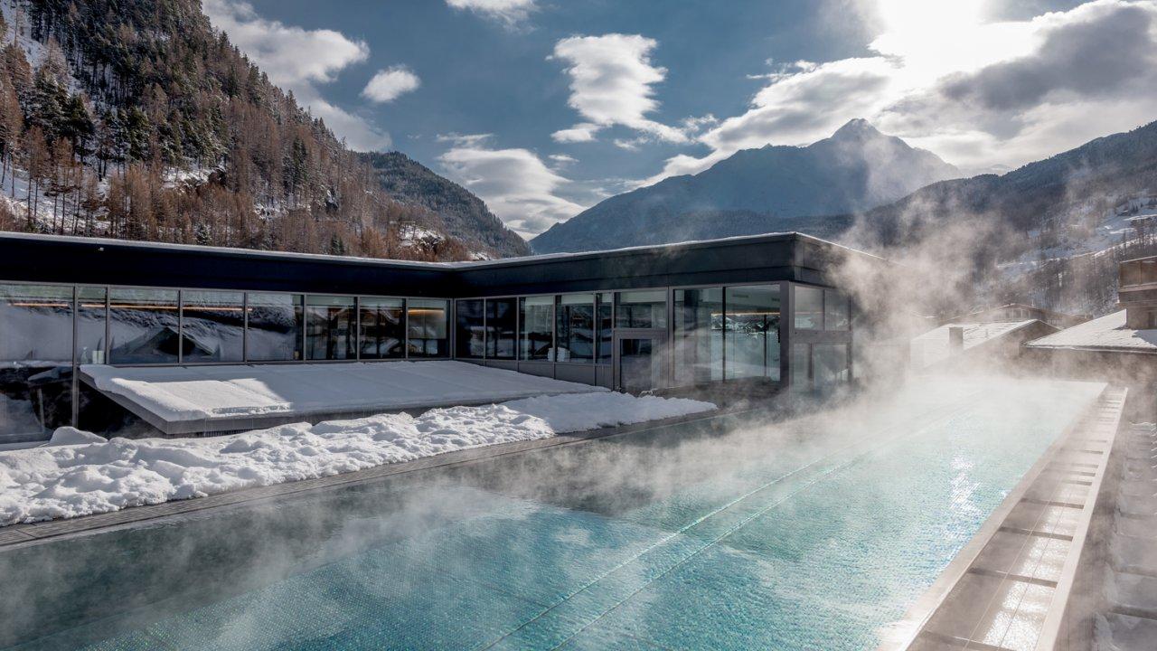 """Outdoor infinity pool on the roof of the hotel """"die berge"""", © die berge/Alexander Lohmann"""