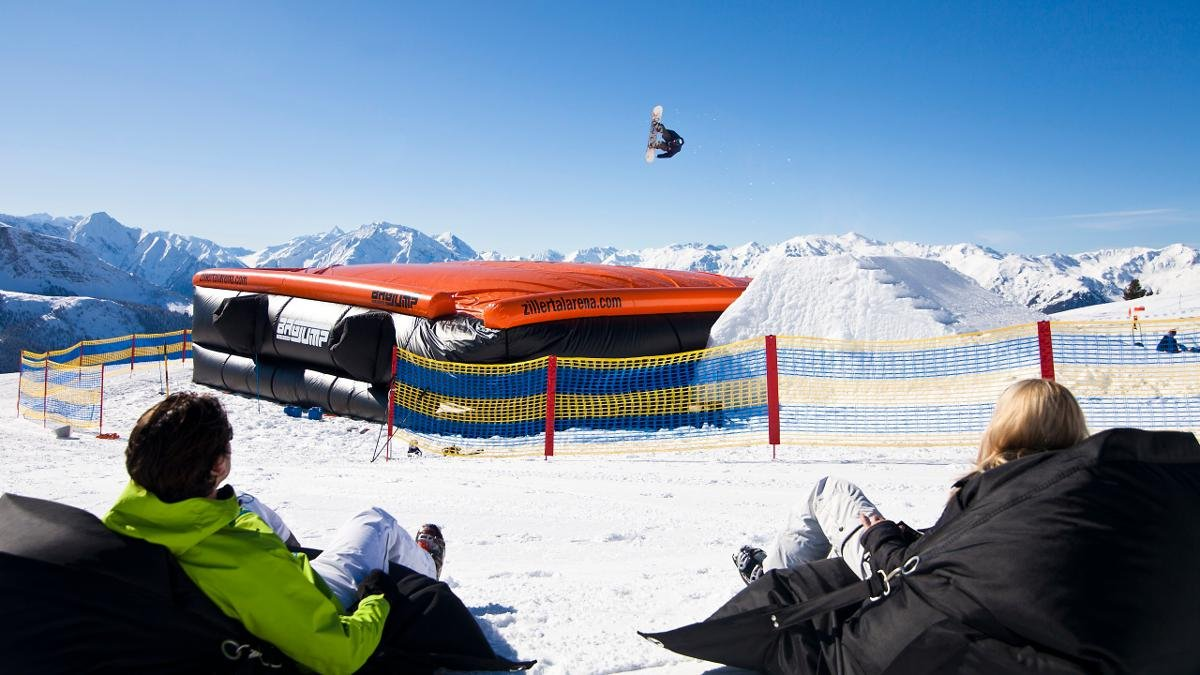 The airbag jump at the Actionpark Kreuzwiese is a great place for freestyle enthusiasts to work on their tricks without the risk of a hard landing., © Zillertal Arena - Zell-Gerlos