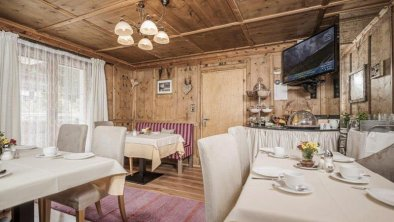 02-gaestehaus-diegeislerin-tirol-fruehstuecksraum-