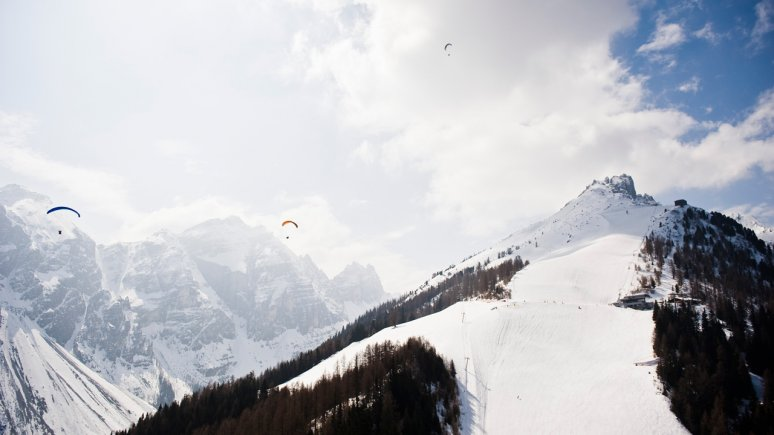 Paragliding in Stubaital Valley, © Elferlifte Neustift