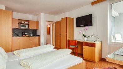 https://images.seekda.net/AT_INN_ZILLERTAL/Wohnraum_Appartement_2_Zimmer.jpg