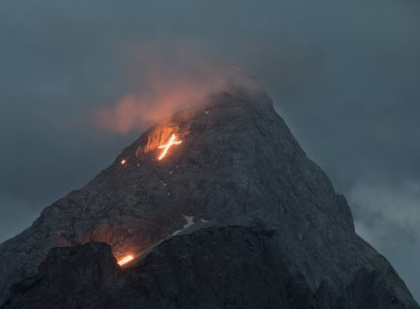 Summer solstice fire in the Tiroler Zugspitz Arena, 23.06.2018. Looking towards the Erwalder Sonnenspitze mountain