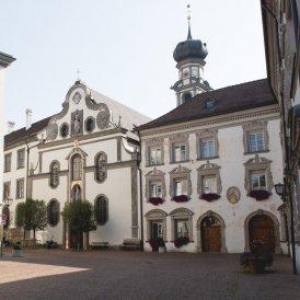 Stiftsplatz, Hall in Tirol, © Tirol Werbung / Bert Heinzlmeier