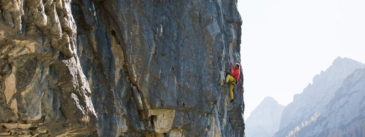 Climbing are around the Dolomitenhütte hut, © Alpsolut
