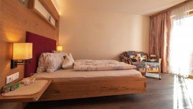 Doppelzimmer mit Zustellbett, © just