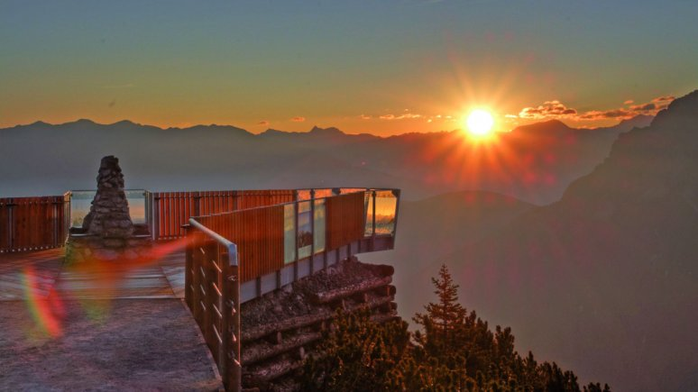 "Sunrise at the ""StubaiBlick"" viewing platform, © Schlick 2000/Norbert Span"