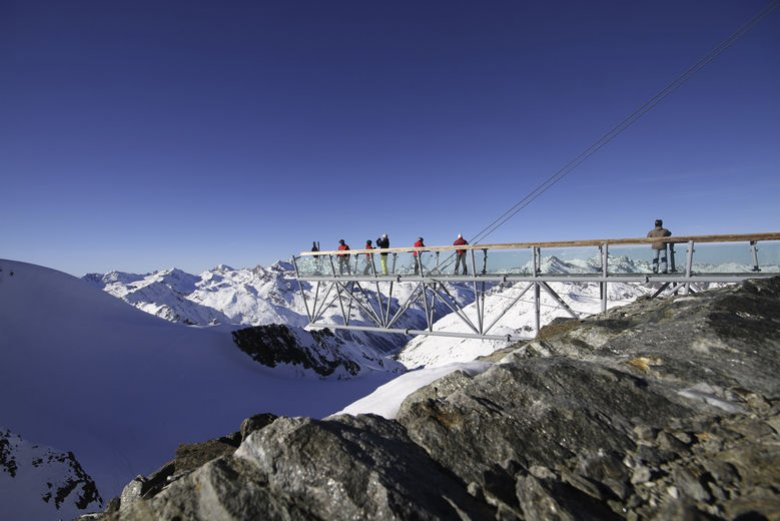 The spectacular mountaintop viewing platform atop Tiefenbachkogel in Sölden is jutting out over a heap of mountains for 60 incredible metres, Photography: Tirol Werbung, Bernhard Aichner