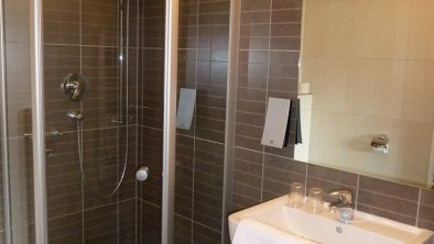 Badezimmer m Dusche