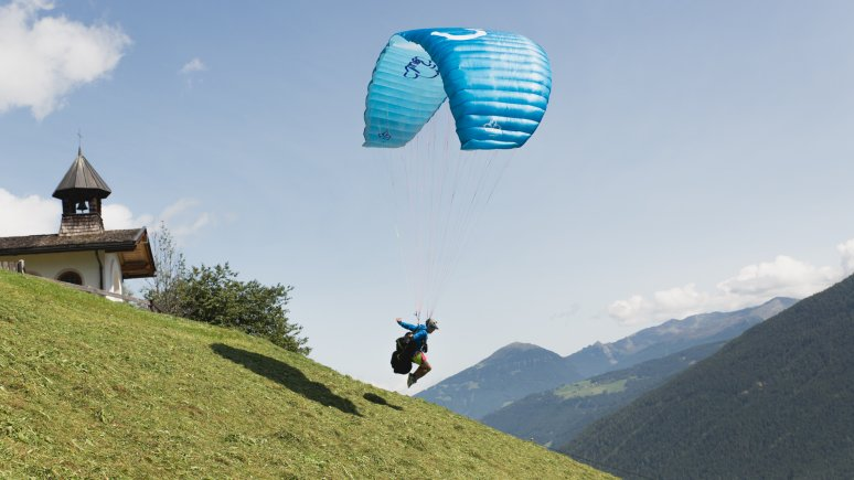 Alban Klose at the Human Eagle paragliding school in the Stubai Valley, © Tirol Werbung/Bert Heinzlmeier
