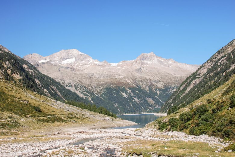 Left: Olperer mountain, Below: Schlegeis impound reservoir ©Jannis Braun