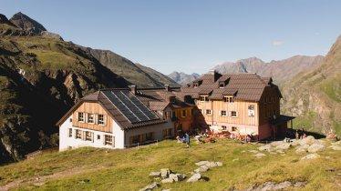 Taschachhaus in the Pitztal Valley, © Tirol Werbung/Bert Heinzlmeier