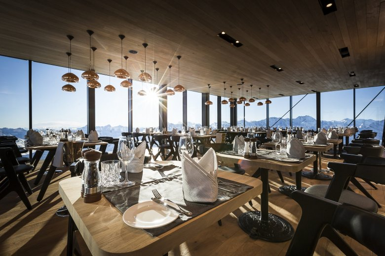 """An elevated dining experience in the true sense of the word and an architectural masterpiece, plus """"the James Bond Factor"""": The ice Q is connected to Gaislachkogl Peak by a suspended bridge. Photo Credit: Ötztal Tourismus/Rudi Wyhlidal"""