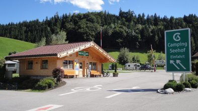 Einfahrt - CheckIn Seehof Kramsach, © Camping Seehof