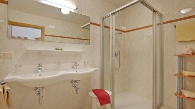 apartments_mayrhofen_barriere-free_bath
