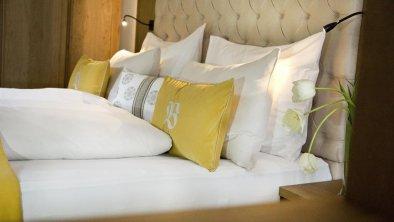 DZ Kitzbühel Hotel Bichlhof Bett quer