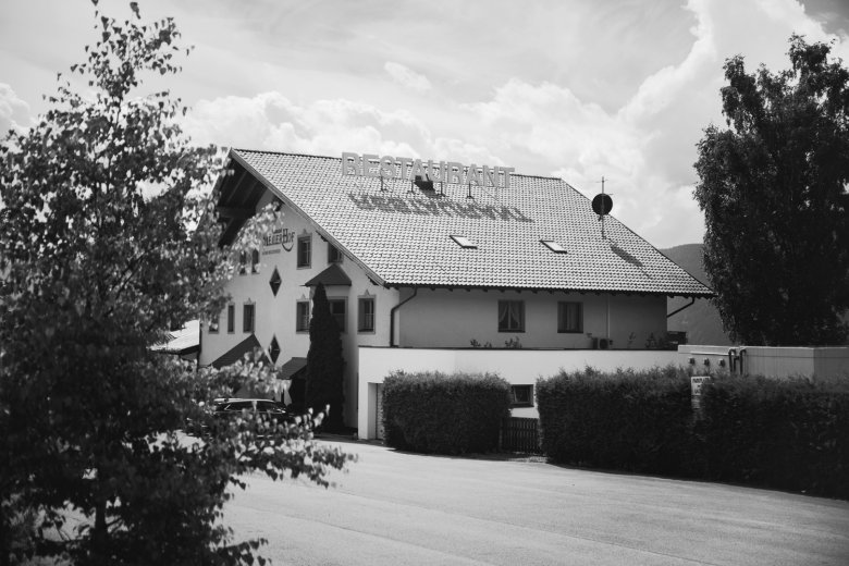 Perfect location: The Meilerhof is located along the road between the Inntal valley and Seefeld.