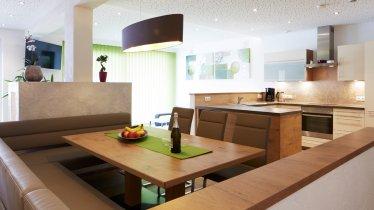 Living/kitchen area in the Apartment Ammonit, © Christian Waldegger