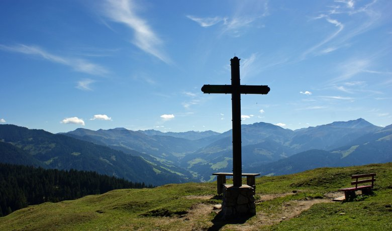 The cross on the summit of Kragenjoch Col.
