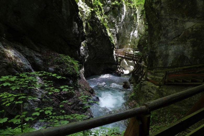 Wolfsklamm Gorge is accessed via a delightful series of wooden boardwalks, bridges and 354 steps that lead to Tirol's oldest place of pilgrimage, St. Georgenberg Monastery. The frothing waters make their way through the gorge shimmering emerald and blue in the depth and mastering the highest cascades. (Photography: Tirol Werbung)