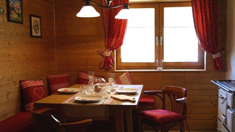 Eating area, Grafenser Sennerhütte, © Huettenland.com