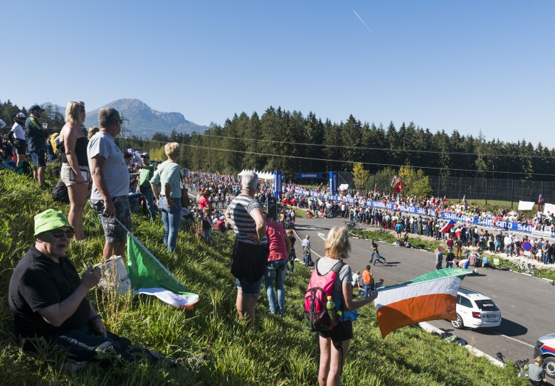 The fans have packed the roads at the key spot in Aldrans/Igls, the highest elevation along the Olympic Circuit.