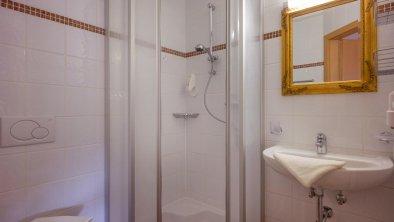 Chalet_Alpina_Hotel_Tyrol_Appartement_2_Badezimmer