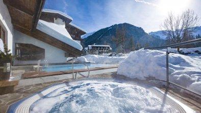 Schwimmbad Außenansicht Winter 2, © Hotel Karlwirt