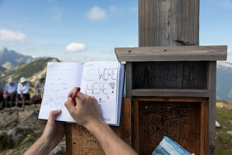 """Summit book"" at the cross on the Rosskopf mountain in Kramsach. Photo: Paul Kranzler"