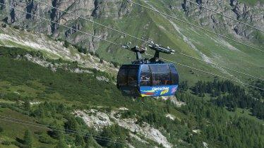 """Gletscherbus 1"" cable car on the Hintertux Glacier, © Hintertuxer Gletscher"