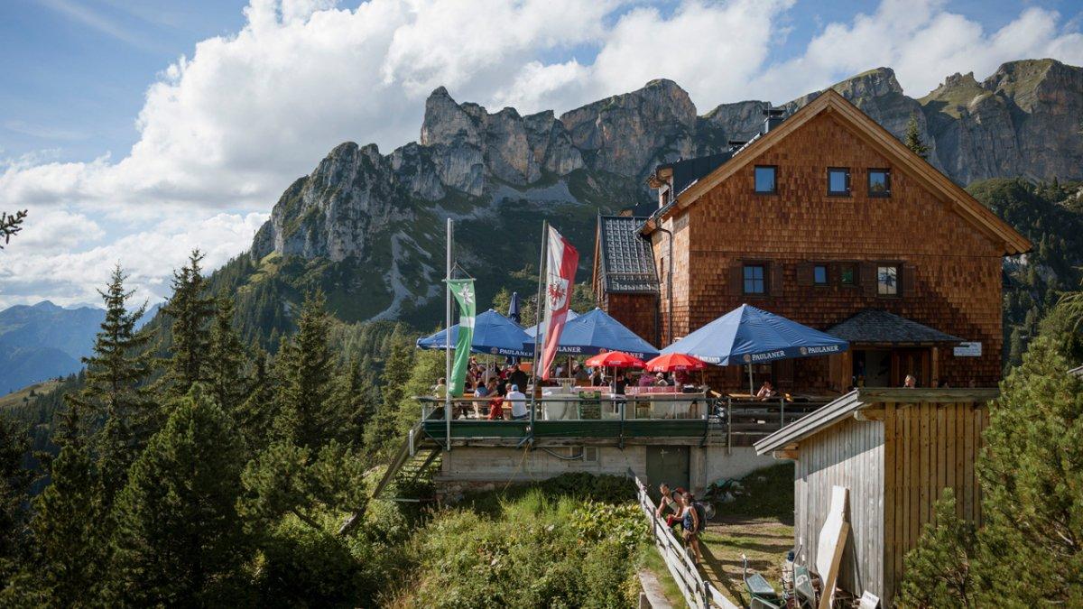 The Erfurter Hütte hut on the Eagle Walk, © Tirol Werbung