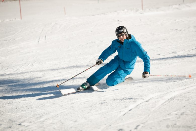 You can take your body low to the ground, bend your knee till it almost touches the top of the ski. Sounds easy, huh? (Photo Credit: Martin Rainer)