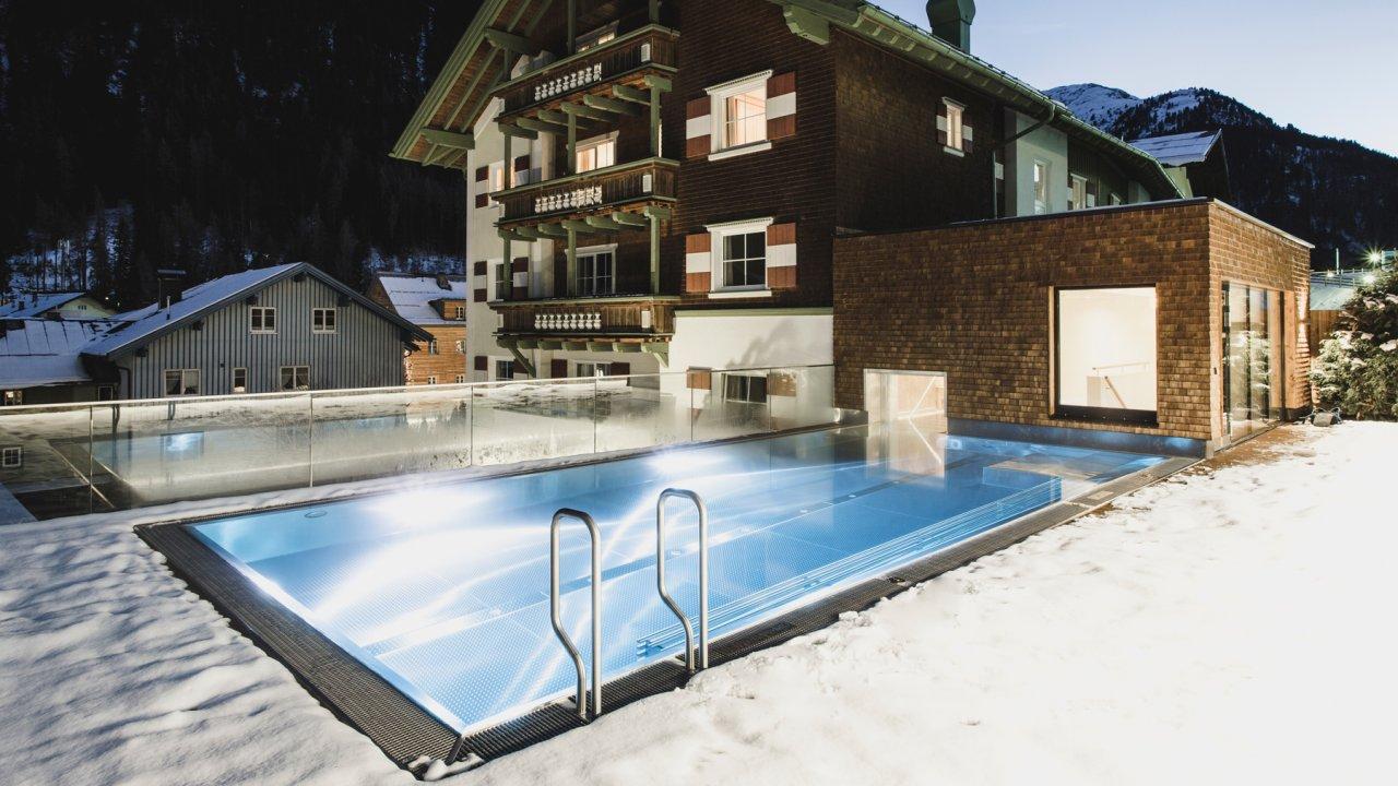 Swimming pool at the Hotel Schwazer Adler in St. Anton, © Hotel Schwarzer Adler