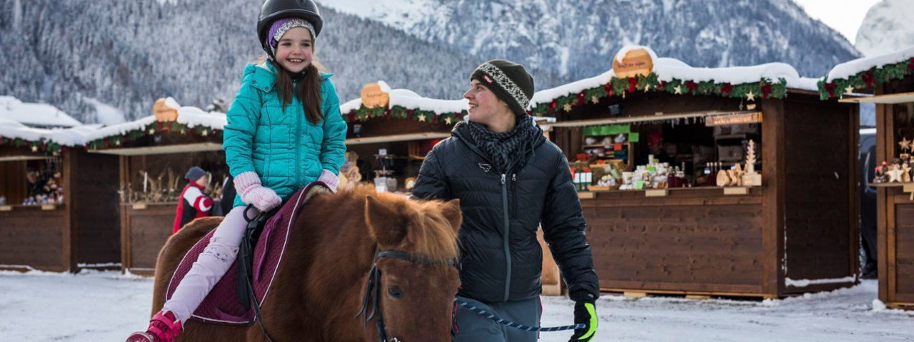 Pony-riding on the shores of Lake Achensee, © Tirol Werbung/Michael Grössinger