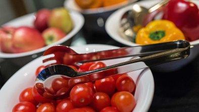 Große Obst & Gemüseauswahl am Frühstücksbuffet, © Hotel Sonnenhof