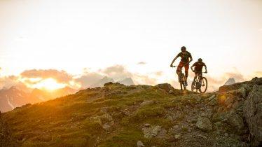 Riding on the Flimjoch ridge, © TVB Paznaun-Ischgl