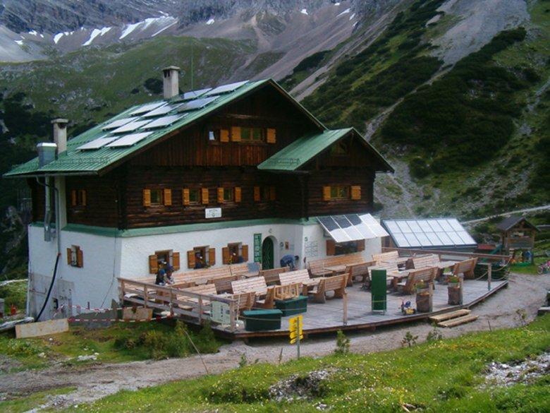 Pfeis hut (1,922m)