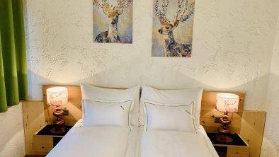 Zirbenholzbett Schlafzimmer Azalea, © Andrea Keri