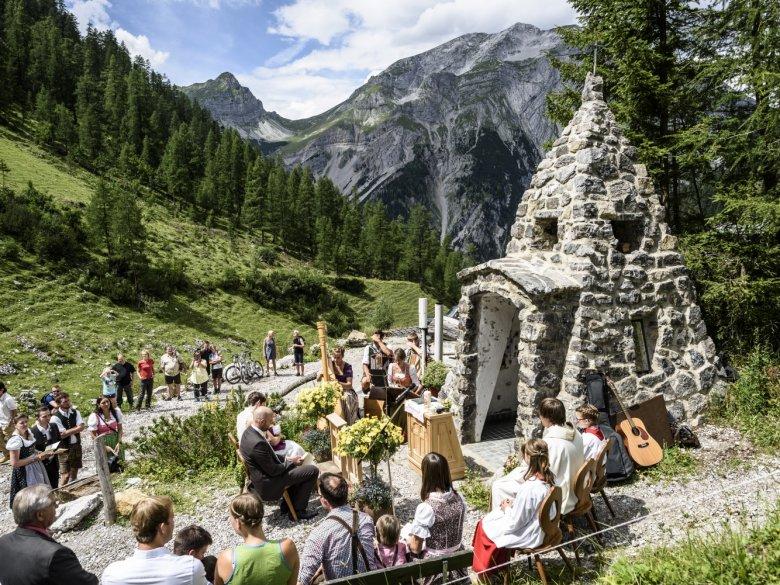Alpine nuptials at the Binsalm in Karwendel
