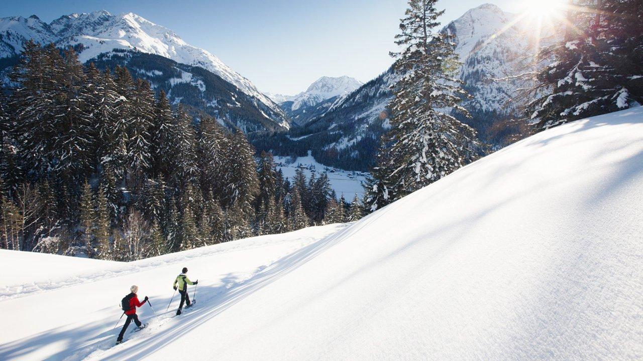 Snowshoe hiking in the Lechtal Valley, © Robert Eder