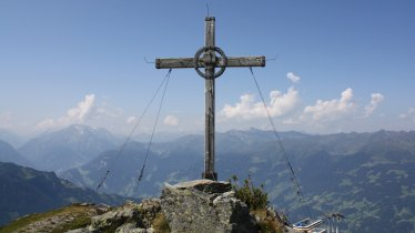 Cross at the top of the Karspitze mountain, © TVB Zillertal Arena
